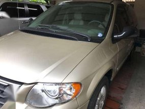 2006 Chrysler Town and Country AT Beige