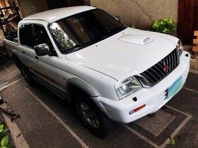 Mitsubishi Strada 2005 white P458,000 for sale