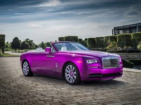 "Vibrant Rolls-Royce ""Dawn in Fuxia"" unveiled"
