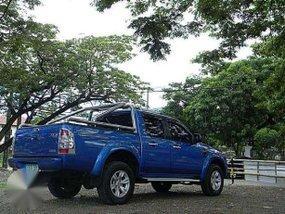 2011 Ford Ranger Trekker XLT AT vs toyota hilux strada dmax