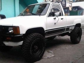 1985 Toyota Hilux 22R MT White For Sale