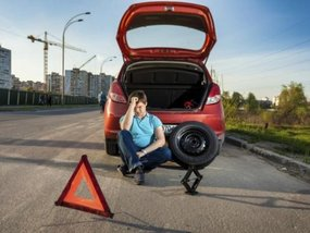 What causes a car tire to blowout on the highway & How to safely handle