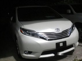 Toyota Sienna 2018 White for sale