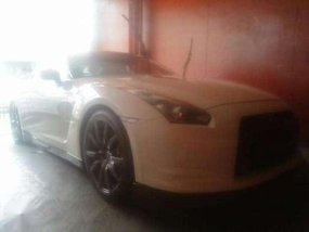For sale white color 2011 Nissan GTR