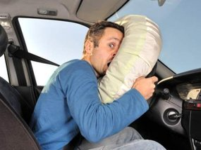 The connection between car airbags & short people and How it can endanger your safety