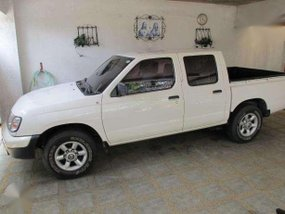 Nissan Frontier 2012 white for sale