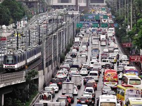 7 safety tips for driving during traffic congestion in the Philippines