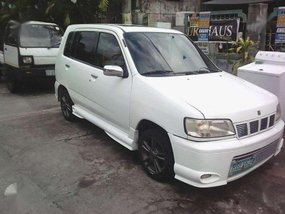 For sale white Nissan Cube 2000