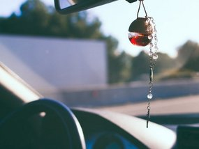 Car air fresheners: 8 Pros & 5 Cons