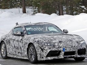 Toyota Supra 2018/2019 spied with double-bubble on the roof