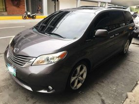 2011 Toyota Sienna XLE AT Full Option For Sale