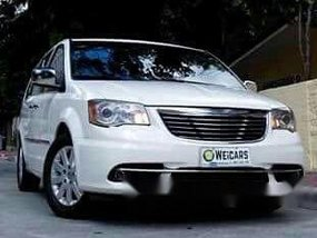 Chrysler Town and Country 2011 AT for sale