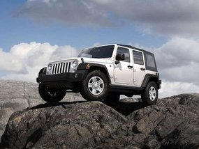 Jeep Wrangler Unlimited Sport 2018 gets a Sunrider Soft Top Edition