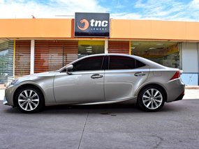 Sell Used 2016 Lexus Is 350 Automatic Gasoline in Lemery
