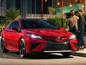 Toyota Camry 2018 brief review: Pros & Cons, Price & Buying advice