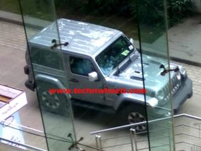 Spy shot of 2-door Jeep Wrangler JL 2019 with no camouflage in India