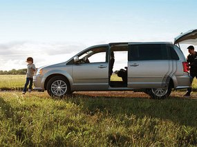 Best vans for Filipino family: Compact minivans or Full-sized minivans?