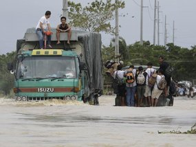 Super Typhoon Mangkhut Closing in, Read This Safety Guide Before Driving into Flood Water in the Philippines