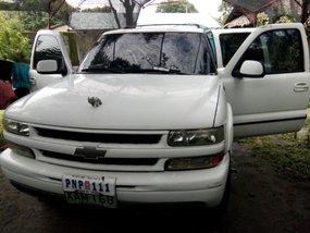Almost brand new Chevrolet Suburban Gasoline 2001