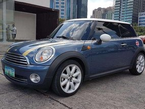 2010 MINI COOPER. LIKE NEW. MUST SEE.