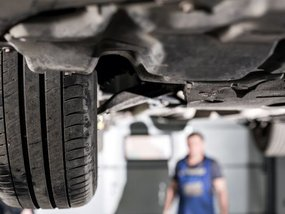6 common symptoms of a car's suspension system problems
