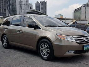 2012 HONDA ODYSSEY. TOP-OF-THE-LINE VARIANT.
