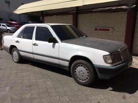 1988 MERCEDES BENZ W124 300 Diesel Matic with extra parts