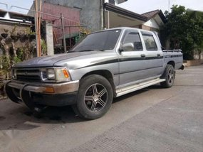 Toyota Hilux 1998 model manual 4x2 for sale