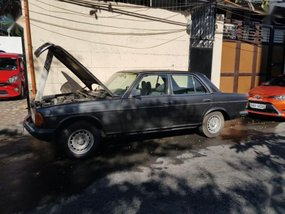 Like new Mercedez Benz 300D for sale