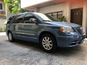 Selling Used Chrysler Town And Country 2012 Van in Quezon City