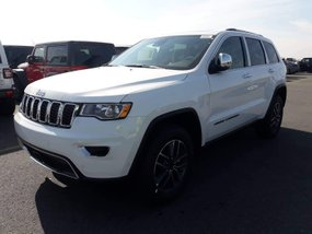Selling White Brand New Jeep Cherokee 2019 in Manila