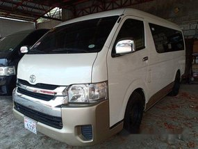 Selling White Toyota Hiace 2017 Automatic Diesel at 9000 km