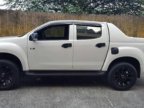 Selling White Isuzu D-Max 2016 at Diesel Manual
