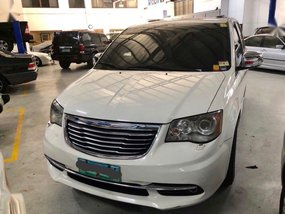 Selling Chrysler Town And Country 2013 Automatic Gasoline in Makati
