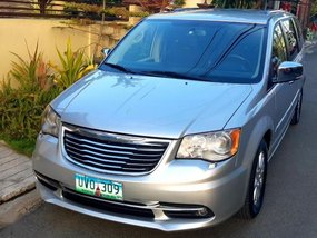 2nd Hand Chrysler Town And Country 2012 at 42000 km for sale