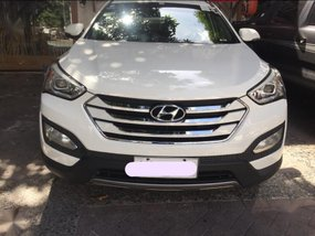 Selling 2nd Hand Hyundai Santa Fe 2015 Automatic Diesel at 52359 km in Makati
