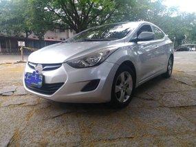 Selling Silver Sedan 2013 Hyundai Elantra