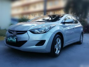 Selling Hyundai Elantra Manual 2012