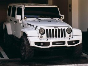 White Jeep Wrangler 2016 at 27000 km for sale