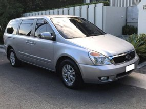 2nd Hand Kia Carnival 2012 at 30000 km for sale