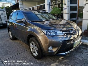Selling 2nd Hand Toyota Rav4 2013 in Cainta