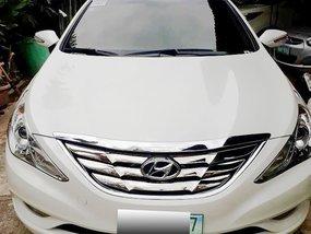 Selling White 2011 Hyundai Sonata at 29000 km in Metro Manila