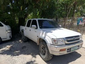 Toyota Hilux 2004 Manual Diesel for sale in Surigao City