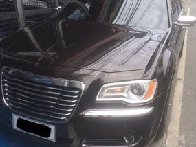 Selling Brown Chrysler 300c 2012 in Quezon City