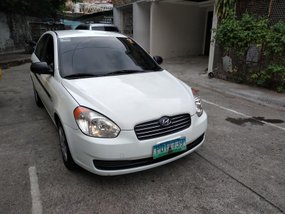 White Hyundai Accent 2010 at 150000 km for sale