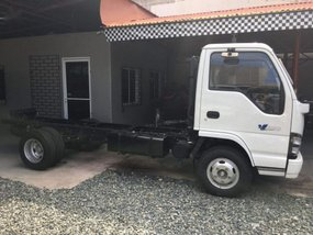 Selling Isuzu Elf 2019 Manual Diesel in Mandaue