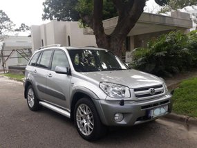 2nd Hand Toyota Rav4 2004 Automatic Gasoline for sale in Mandaluyong