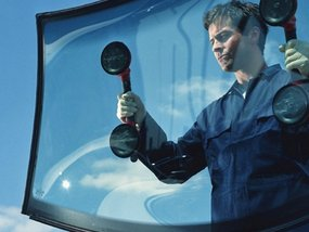 A step-by-step guide for windshield repair & windshield replacement