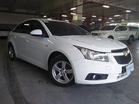 Selling White Chevrolet Cruze 2012 Automatic Gasoline at 30000 km