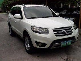 Selling White Hyundai Santa Fe 2011 Automatic Diesel at 60000 km in Pasig